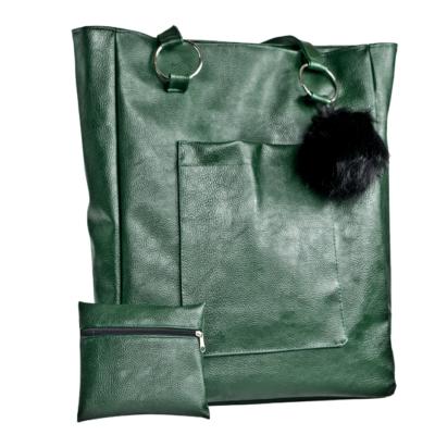 zielona torba z pomponem