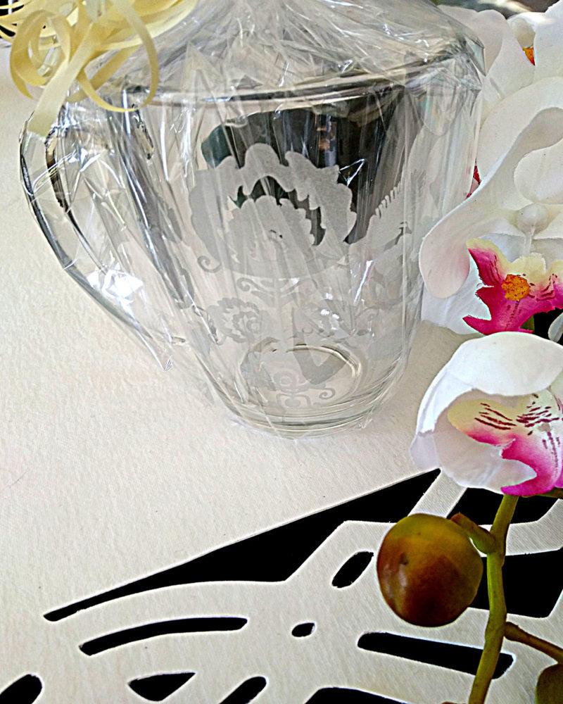 kubek na kawę z wygrawerowanym wzorem łowickim