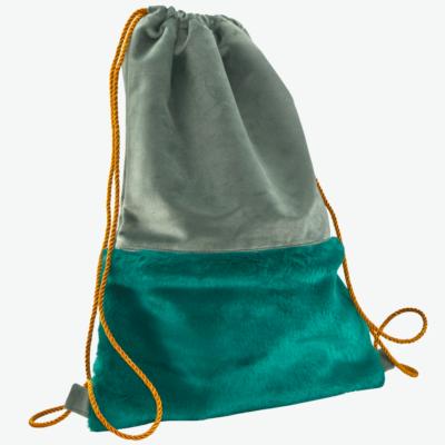 damski plecak z futerkowa kieszenia