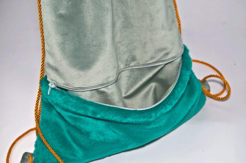 zielony plecak z futerkową kieszenią